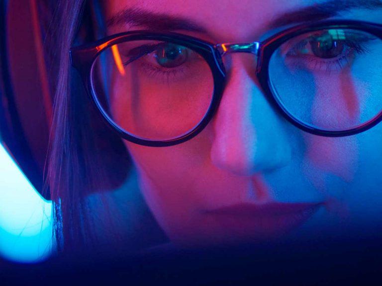 ¿Son necesarias las gafas con filtros especiales al usar la computadora?
